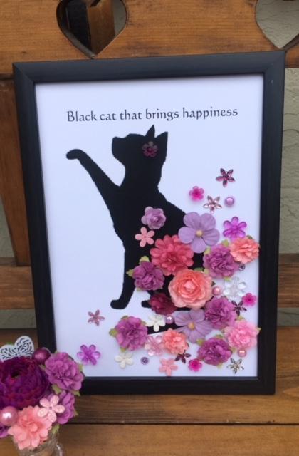 幸せを招く黒猫 招き猫 黒猫 インテリアパレル お花の中から黒猫