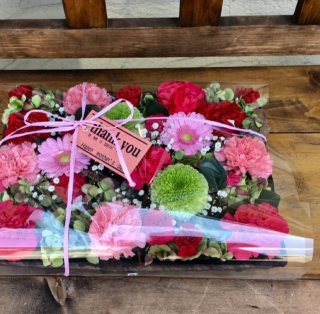母の日お花を敷き詰めたフラワースクエアアレンジ ネットショップBASEにて販売